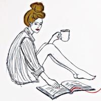 Блондинка читает